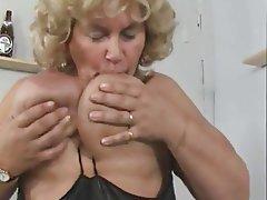 Amateur BBW German Granny Masturbation