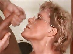 Amateur Cumshot Facial MILF