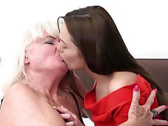 Granny Babe Lesbian Old and Young