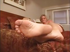 Close Up Foot Fetish MILF