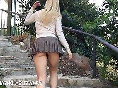 Amateur Flashing MILF Upskirt