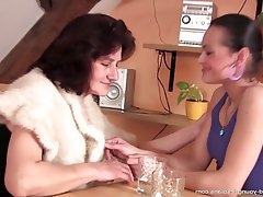 MILF Granny Mature Lesbian Old and Young
