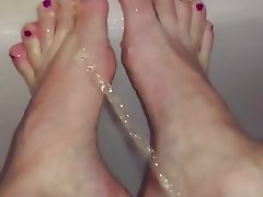 Foot Fetish Babe Pissing