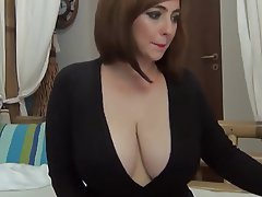 Babe Big Boobs Close Up MILF