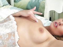 Babe Big Ass Big Tits Masturbation