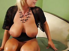 Close Up Masturbation MILF Orgasm