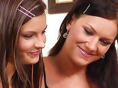 Babe Close Up Lesbian Strapon