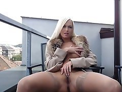 Babe Blonde Outdoor Masturbation