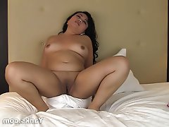 Amateur Asian BBW Masturbation