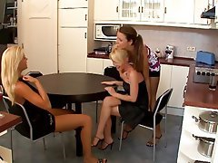 Cunnilingus Lesbian Threesome